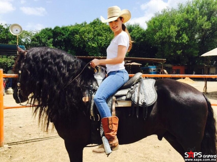 laura denisse horse